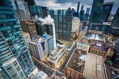 Vue des bâtiments le long de la rue de Simcoe, à Toronto du centre, Onta Images libres de droits