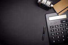 Vue des bureaux avec des outils d'affaires Images stock