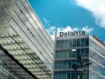 Vue des bureaux de Deloitte de la rue à Berlin image libre de droits