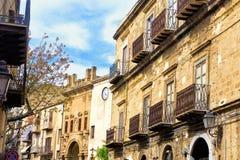 Vue des Chambres médiévales dans Cefalu en Sicile, Italie photographie stock libre de droits