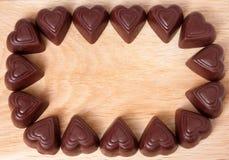 Vue des chocolats de coeur sur le fond en bois Image stock