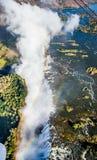 Vue des chutes d'une hauteur de vol d'oiseau Victoria Falls parc Mosi-bureautique-Tunya national Zambiya et site de patrimoine mo Photo stock