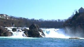 Vue des chutes du Rhin dans le Rhin clips vidéos