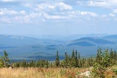 Vue des collines au pied du bâti Iremel dans Bashkortostan Russie Images libres de droits