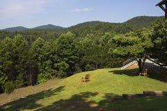 Vue des collines d'une chaise extérieure Image libre de droits