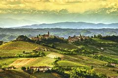 Vue des collines du ` de Diano d alba, dans le Langhe image libre de droits