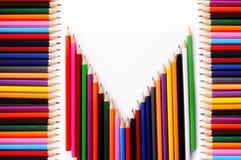 Vue des crayons colorés sur le fond blanc Image libre de droits