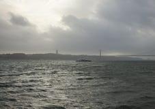Vue des 25 De Abril Bridge, Lisbonne, Portugal Photo stock