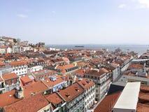 Vue des dessus de toit de ville à Lisbonne Portugal image stock