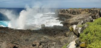 Vue des falaises et de la soufflure en île d'Espanola de La Photos stock