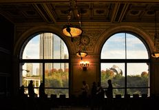 Vue des fenêtres en Art Institute de Chicago Photographie stock libre de droits