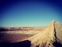 Vue des formations de roche dans la vallée lunaire en San Pedro de Atacama, Chili Photos stock