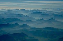 Vue des gammes de montagnes de multiples photographie stock