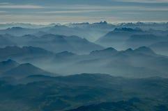 Vue des gammes de montagnes de multiples image libre de droits