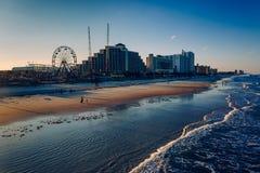 Vue des hôtels et des tours le long de la promenade de pi de pêche Images stock