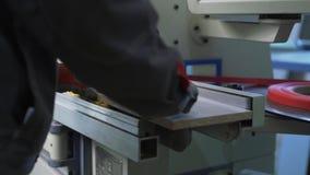 Vue des machines de coupe en position d'opération banque de vidéos