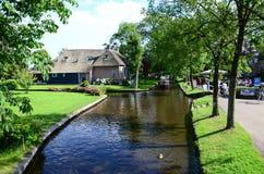 Vue des maisons typiques de Giethoorn, Pays-Bas Image stock