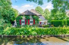 Vue des maisons typiques de Giethoorn, Pays-Bas Image libre de droits