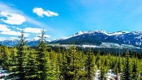 Vue des montagnes de côte couvertes par neige le long de la route 99, également appelée la route de lac Duffey Photographie stock