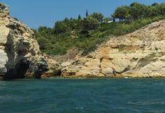 Vue des montagnes de la mer Photo stock