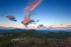 Vue des montagnes de Sikhote-Alin le soir photos libres de droits