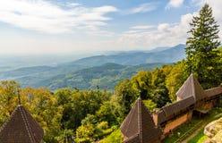 Vue des montagnes de VOSGES de château de Haut-Koenigsbourg Images stock
