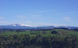Vue des montagnes inférieures de cascade de la Chambre de vue, Orégon photo libre de droits