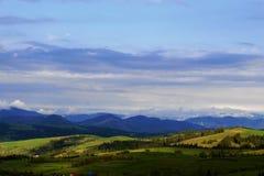 Vue des montagnes soleil-trempées Photos stock