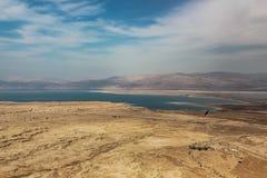 Vue des montagnes vers la mer morte en Israël photographie stock