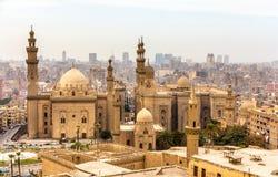 Vue des mosquées de Sultan Hassan et d'Al-Rifai au Caire photo stock