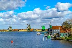 Vue des moulins à vent chez Zaanse Schans Photographie stock libre de droits