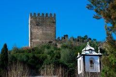 Vue des murs et de la tour d'Obidos Image stock