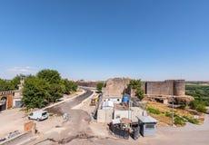Vue des murs historiques dans la région de Sur, Diyarbakir, Turquie images stock