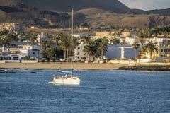 Vue des navires dans la marina smal dans Corralejo Photos stock