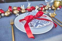 Vue des oeufs d'or d'oeufs et de caille du plat Photos stock