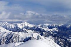 Vue des pentes de ski Photographie stock libre de droits