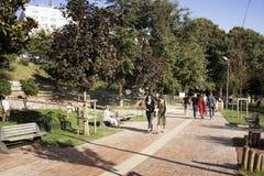 Vue des personnes marchant au parc dans Nisantasi Photos libres de droits