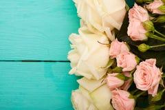 Vue des roses colorées Vue supérieure et foyer sélectif Copiez l'espace Voir les mes autres travaux dans le portfolio Photo libre de droits