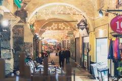 Vue des rues caractéristiques du centre de Gênes Image libre de droits
