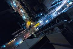 Vue des rues par nuit du dessus de toit à Tokyo, Japon Photos libres de droits
