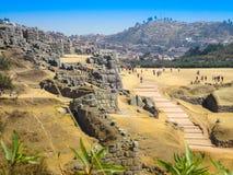 Vue des ruines de Sacsayhuaman et de la ville de Cusco, Cusco, Pérou Photos stock