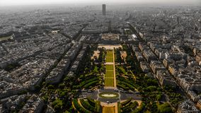 Vue des secteurs de Champ de Mars et de Paris de Tour Eiffel dans des tons vert gris dans le style urbain photos libres de droits