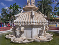 Vue des statues antiques, pièce de sculptures de fontaine de cascade, Chennai, Inde, le 29 janvier 2017 Photos stock