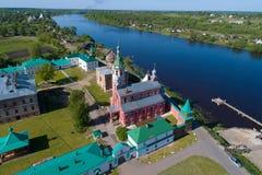 Vue des temples du levé aérien de monastère de Staraya Ladoga Nikolsky Staraya Ladoga, Russie photos stock
