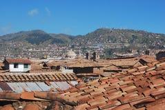 Vue des toits du colonial Cuzco de maisons Photo stock
