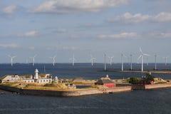 Vue des turbines de forteresse et de vent de Trekron dans la baie de Copenhague, Danemark Image libre de droits