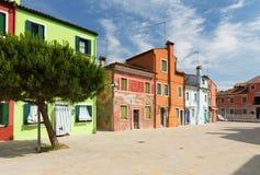 Vue des vieux et rénovés appartements/Burano, Venise photo stock