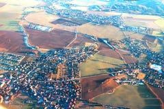 Vue des villages européens de l'avion photos stock