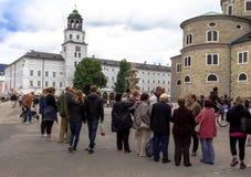 Vue du bâtiment blanc du musée de Salzbourg l'autriche images stock