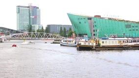Vue du bâtiment de Nemo de centre de la Science, Amsterdam banque de vidéos